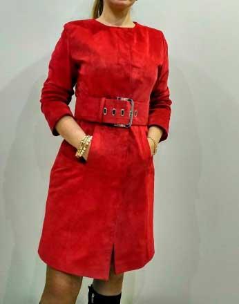 Замшевое пальто красное